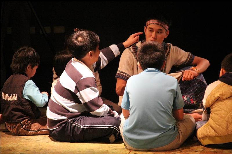 學生與歷史劇演員對談