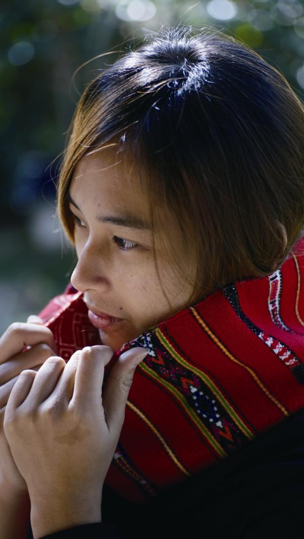 社區的圍巾時尚又飽含原民的熱情情感