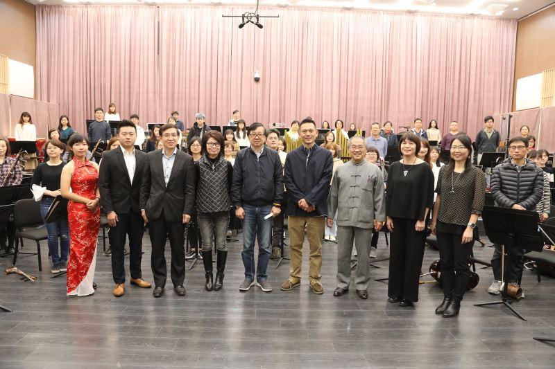 《戲采》戲曲音樂會所有主創人員合影1。
