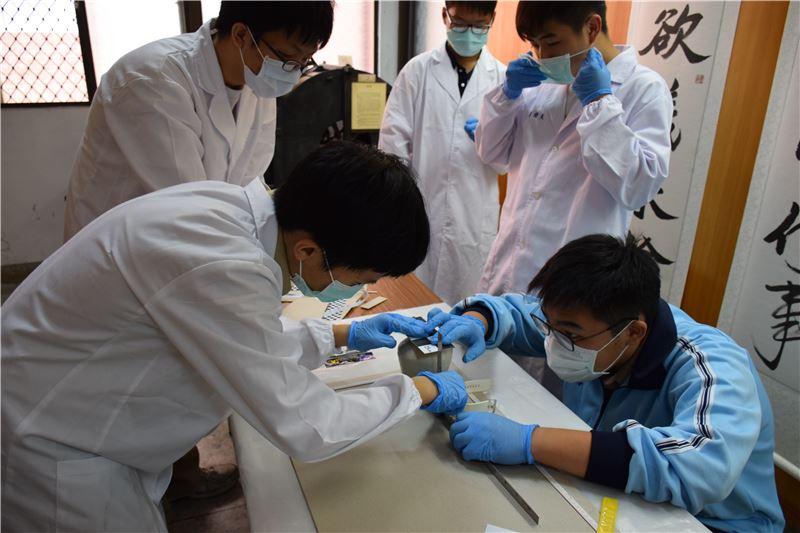 臺南一中專案:以該校文物館文物進行典藏實作。
