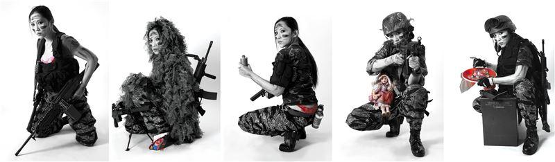何孟娟〈我有無比的勇氣-溫良恭儉讓〉2008 影像輸出於Epson藝術紙、壓克力顏料 120×80 cm×5 pieces