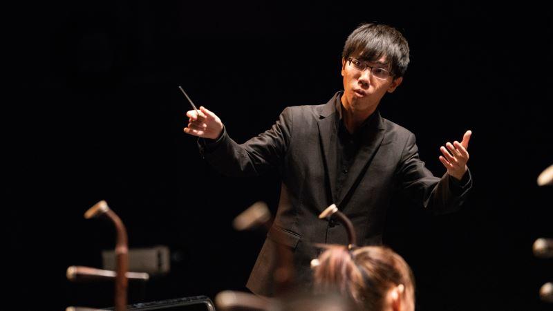 圖3:除了《2018菁英爭揮—青年指揮選拔之夜》第一名的殊榮,詹秉翔還獲得由作曲家參與評分的最佳作品演繹獎。