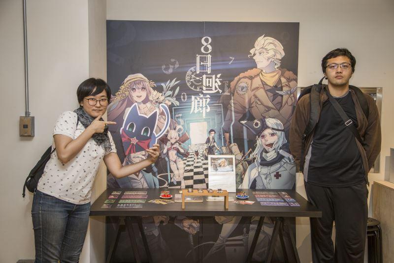 Artists Zhou De-rong (Jiu Shi Jiu) and game designer Ka De Si (right).