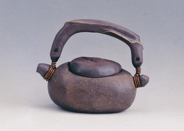 「提樑系列」中造型簡約樸拙的石壺