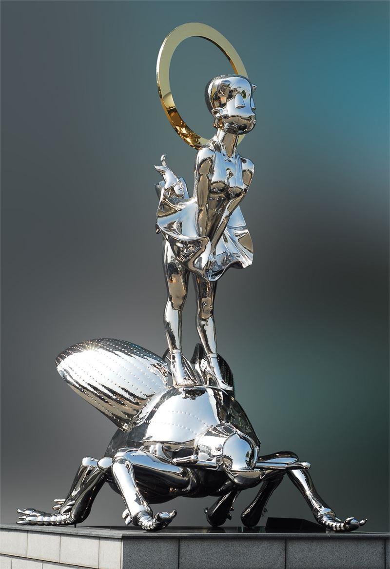 YANG Mao-Lin〈Panda Sarasvati-Monroe II〉2010 Titanium on stainless steel 420×235×285 cm