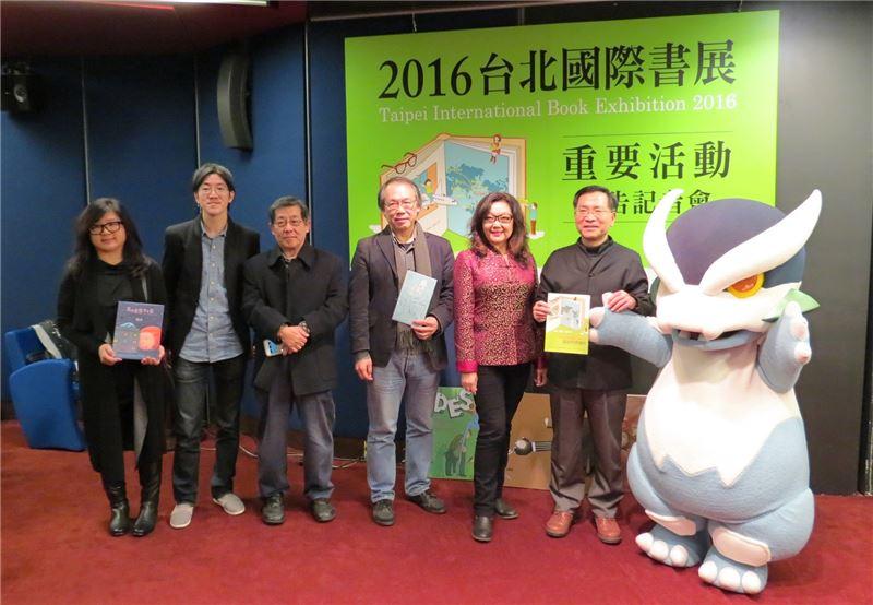 文化部政務次長蔡炳坤及獨立出版聯盟、台灣獨立書店文化協會、臺大出版中心、台北書展基金會等代表。