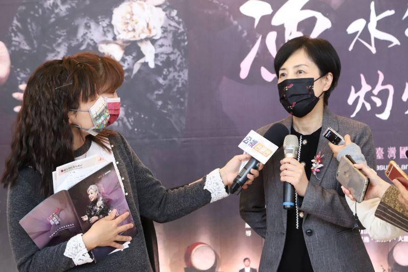 林鶴宜教授接受媒體聯訪。
