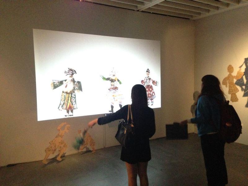 魏德樂,〈皮影隨我身〉,2015。電腦、電腦軟體生成影像。尺寸依展出場地而異。藝術家提供。