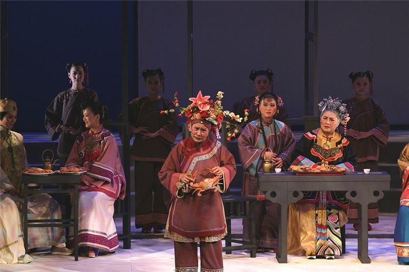 《劉姥姥:紅樓夢》演出照片。(王海玲飾劉姥姥)(2006)