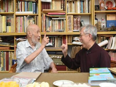 國立國父紀念館館長與杜簦吟老師相談甚歡