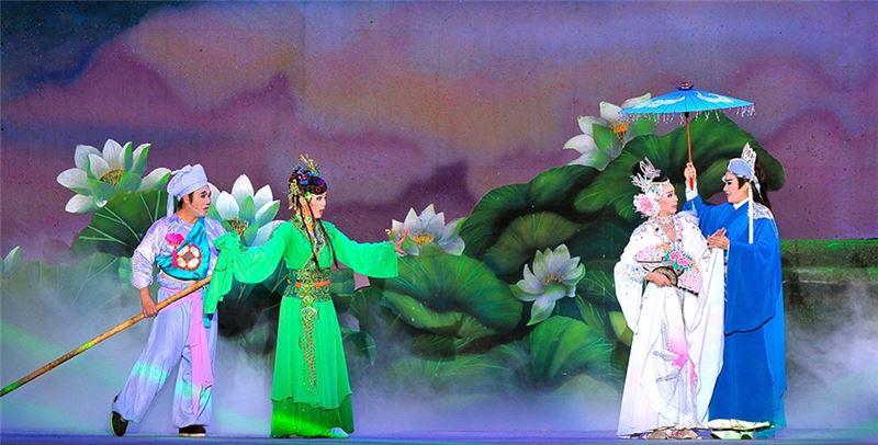 《超炫白蛇傳-國際版》演出照片(孫翠鳳飾白蛇)(2004)