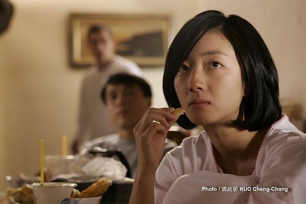 不請自來地闖入了台北林家人看似平淡無奇的生活。