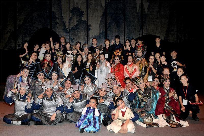 大東文化藝術中心《斷袖》演出結束後的團體合照(2014)。
