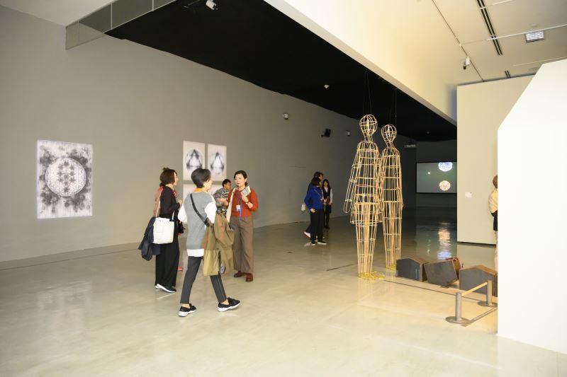「野根莖─2018台灣美術雙年展」策展人周郁齡研究員介紹展品