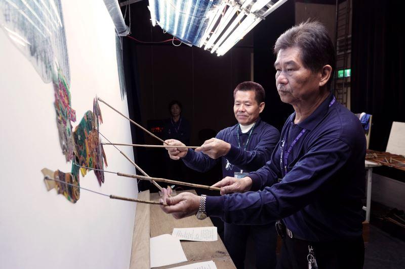 (小)03_高雄皮影戲劇團致力於皮影戲的研究創新,團長陳政宏將以雄厚的嗓音,演唱幾近失傳的皮影戲「潮調」音樂「雲飛」、「香有娘」、「仙引」等曲牌,相當令人期待。