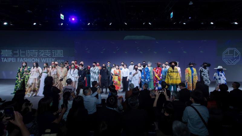 「2021臺北時裝週SS22」開幕秀設計師、藝術家、與走秀模特