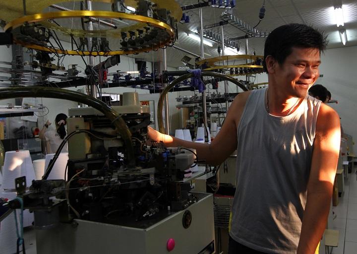 本片紀錄他如何在外國代工訂單短缺之後,以小廠之姿與全球趨勢搏鬥,建立臺灣的自製品牌。