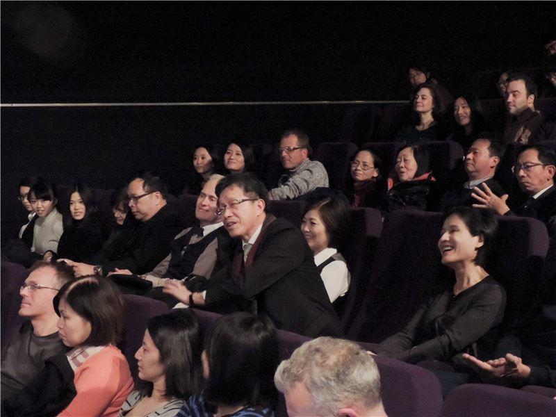 鄭麗君部長(右)與駐德代表謝志偉(中) 同參加導演魏德聖新片首映