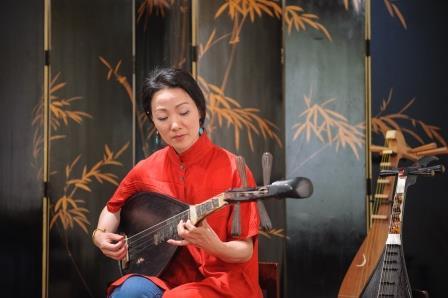 王心心目前改編「唐詩南管」,想藉由簡單好聽又好唱的南管樂做傳承基礎,但南管人才難覓,是憂心之事。(張震洲攝影)