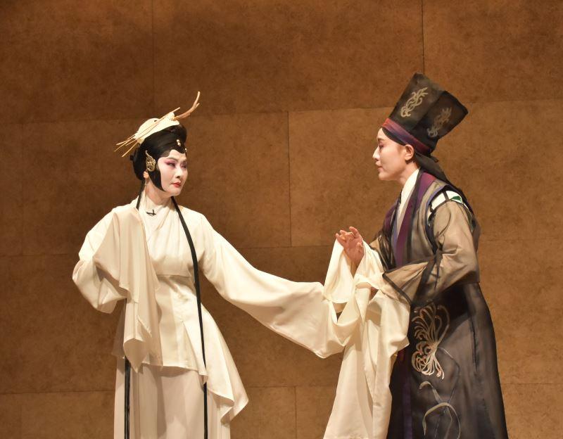 實驗豫劇 試妻!弒妻! (左)蕭揚玲飾田氏、劉建華飾王孫