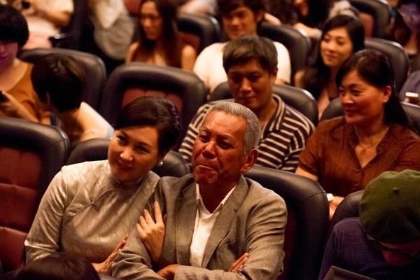 終於,阿公向她訴說起這段當年發生在「台灣好萊塢」的雋永愛情。