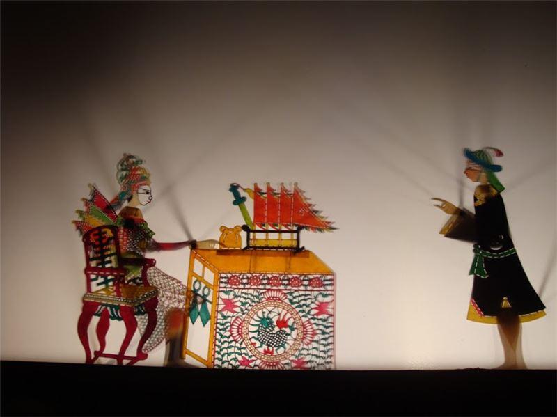 於屏東玄武宮演出【五虎平西】(2011)。圖中維狄青在帥帳的場景。