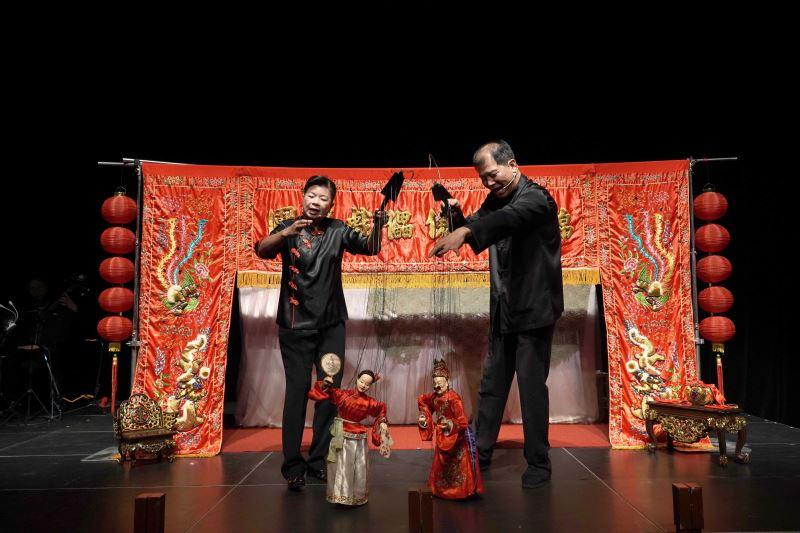 (小)01_錦飛鳳傀儡戲劇團四代傳承已有百年歷史,是臺灣唯一的職業傀儡戲劇團,團長夫人張雪香更為全國唯一的傀儡戲女演師。