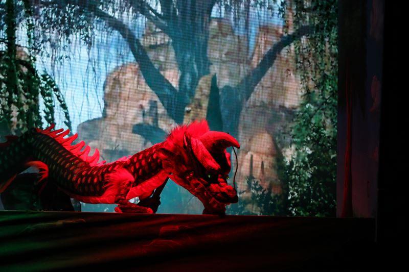 《天雷針》以電視牆中的3D動畫作為布景,呈現不同於以往布袋戲的視覺效果,為演出增添不少可看性。
