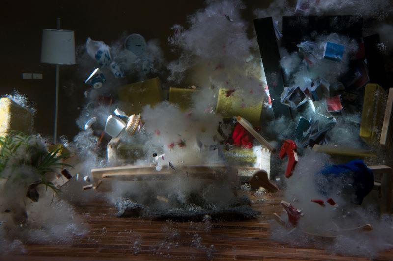 袁廣鳴〈棲居如詩〉2014__單頻道錄像、彩色有聲__5分鐘循環撥放__藝術家提供g