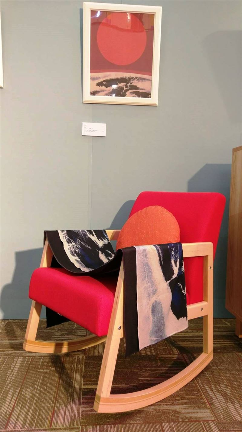劉國松作品〈元宵節〉與衍生家飾滿月搖搖躺椅組