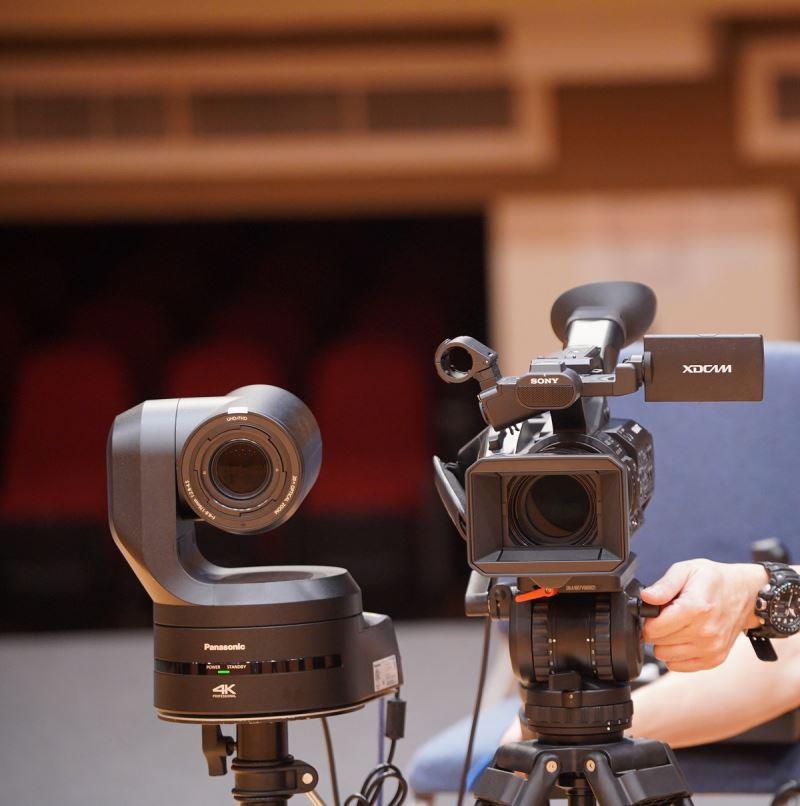「NTSO數位音樂廳」設置五部鏡頭可上下左右移動之變焦攝影機及兩部手持移動式攝影機
