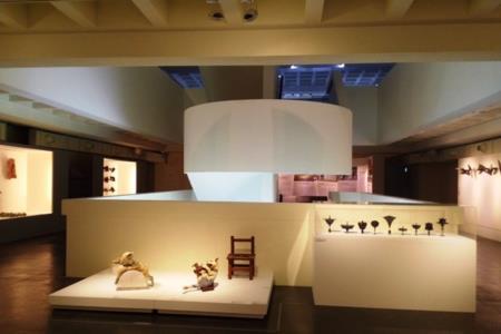 2F-冠冕上的珍珠特展-展區作品依物件大小高低陳設(回顧)