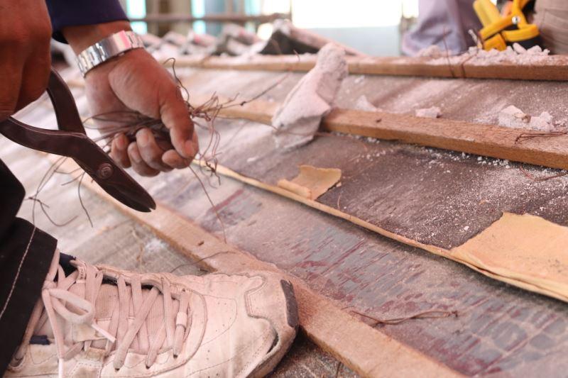 文化部文化資產局文資傳匠工坊-「2020年瓦作班第一期」學員實作演練─拆除銅線作業