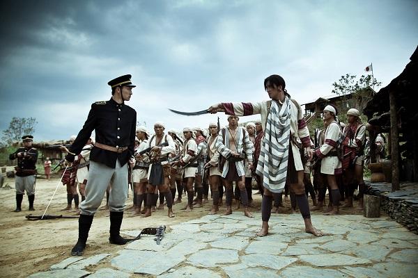 賽德克族發動公學校大戰後,日軍調動三千人馬大批進攻,分為兩路攻進霧社,賽德克戰士熟悉絕壁地勢,因此導致日軍始終無法攻下,死傷極為慘重,