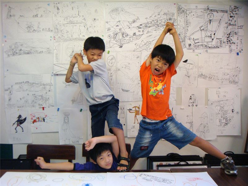 影片以四位自閉症孩子作為主角,呈現他們在日常生活中有別於「正常」孩子的樣貌、感情、語言和行為模式。這些差異,總被一般人視為「異常」,而這也突顯了人們對於「他者」的形構過程。