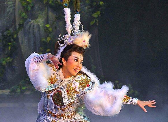 """A scene in """" JiGong, the Living Buddha: Enchanted Snow Fox """"..( Sun Cui-feng as Hu Wei-guan )(1983)"""