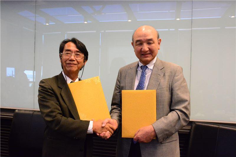 兩館簽訂合作協議為臺灣公立博物館與國外博物館建立合作典範,圖中為臺史博呂理政館長(左)與日本民博須藤健一館長