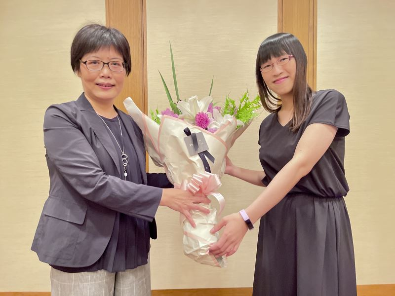 Director Alice Wang Shu-fang of the Ministry of Culture's Taiwan Cultural Center in Tokyo (left) , Li Qin-feng (right)