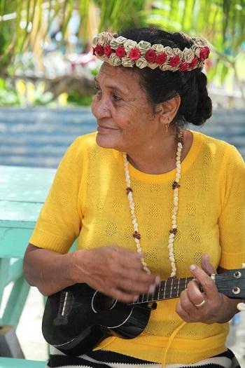 自身難保的吐瓦魯,是被國際評估為地球持續暖化、海平面持續上升五十年後,第一個被淹沒的小島國。
