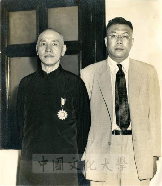 蔣中正總統及前教育部長張其昀先生