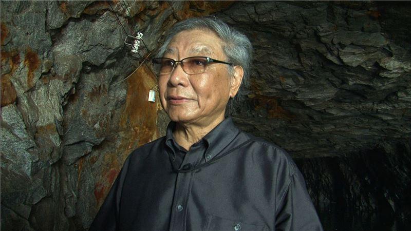 本片穿插大量歷史影像資料,訪談多位台灣重要詩人,如辛鬱、瘂弦、楚戈等,生動刻畫當年詩壇「橫的移植」及「縱的繼承」兩大派別論戰,營造出宏觀的時代感。