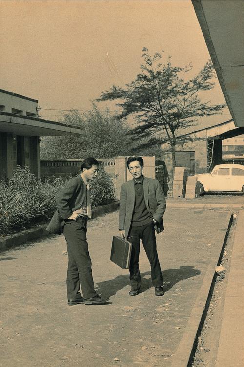 Hsu (left) with Shih Wei-liang.