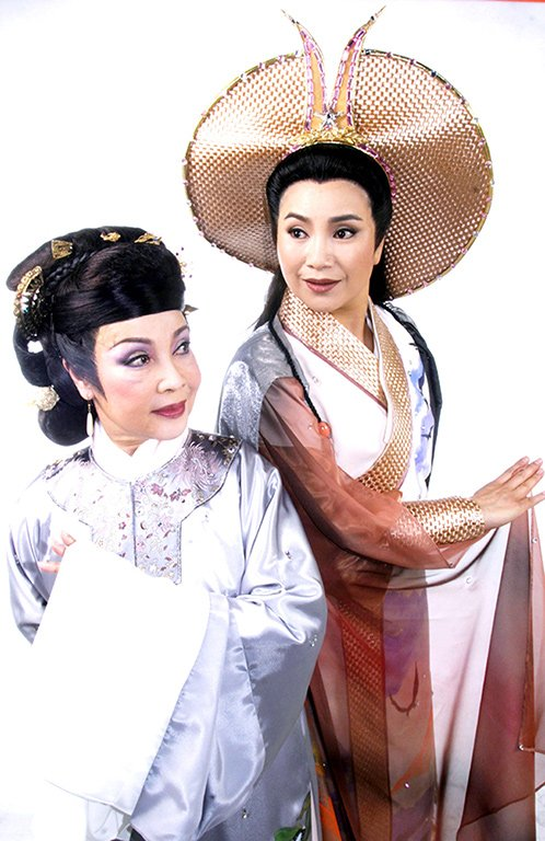 "A scene in "" The Immortal Lovers "" (2004). ( Tang Mei-yun as Wei Shao-an,Liao Qiong-zhi as Li Cui-hong )"