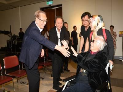 左1財團法人陳中和翁慈善基金會陳田稻董事長、左2知名舞蹈家黃忠良老師與柯錫杰老師相見歡