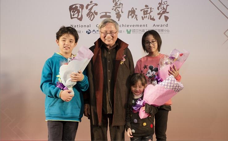 圖三、張憲平老師與孫子孫女