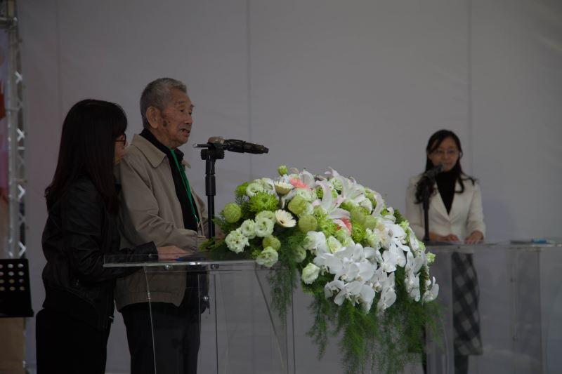 圖1__高齡93歲政治受難者許貴標代表致詞,期勉人權紀念碑錄名者的子女們,都能以長輩犧牲青春歲月為臺灣爭取民主自由的人權貢獻為榮