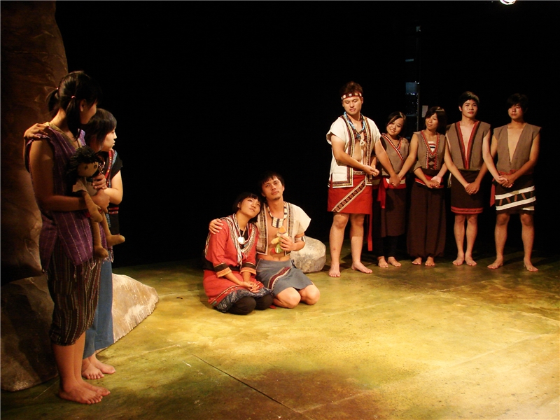 大肚王傳奇:劇中的主角之一,是第二代的大肚王Maloe(圖中右),他是部落中走標冠軍,心儀少女Savuna。