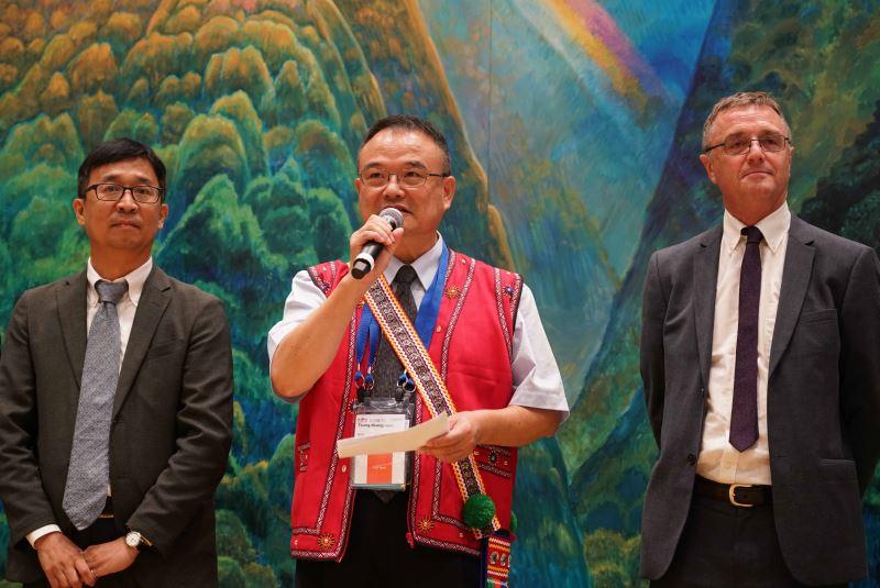 左起國家人權博物館館長陳俊宏,文化部政務次長、中華民國博物館學會理事長蕭宗煌,國際人權博物館聯盟主席David Fleming