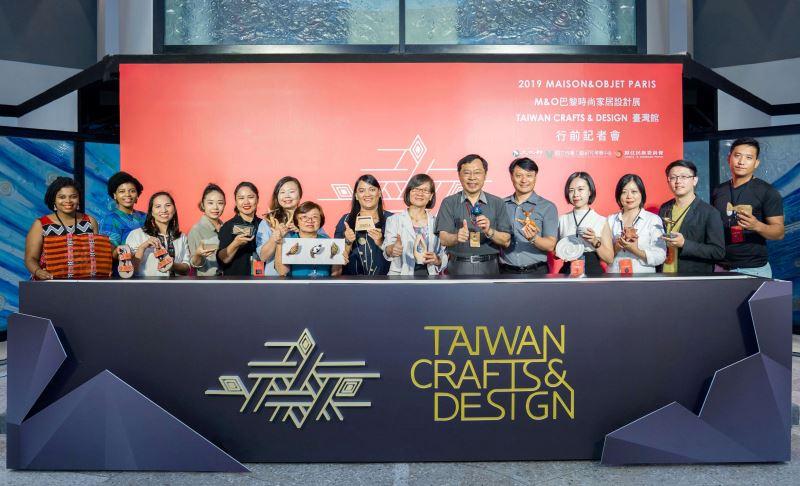 主辦單位及八家參展品牌代表合照