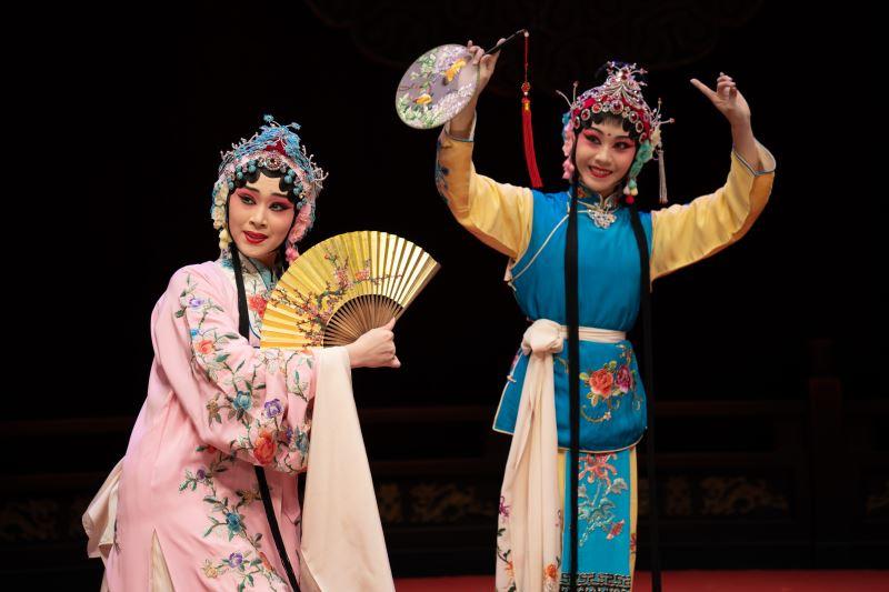 《遊園》劇照 林庭瑜飾杜麗娘,呂家男飾春香
